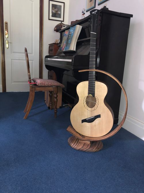 Oak bentwood stand for guitar or uke