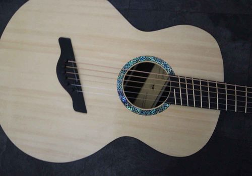 This is a fanfret baritone